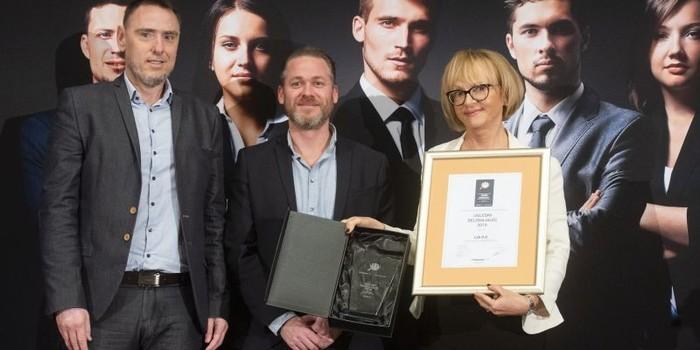 Darja Ferčej Temeljotov je prevzela nagrado za uglednega delodajalca po izboru študentov